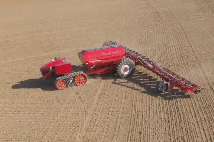 Kmetijska mehanizacija in kmetijski roboti prihodnosti